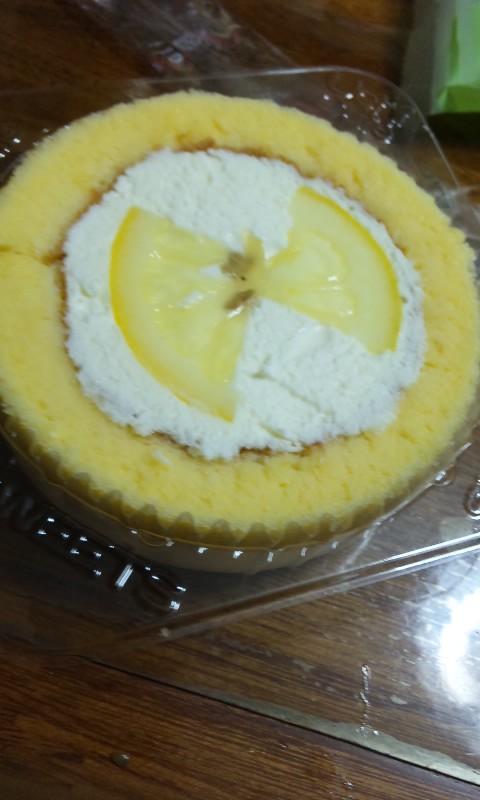 レモンとレアチーズケーキのロールケーキ
